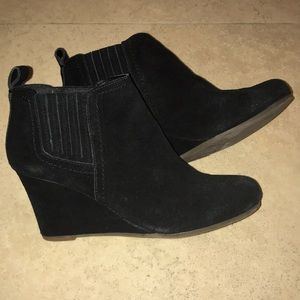 Dolce Vita 6.5 black suede booties